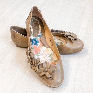 Born Genuine Leather Brown Floral Flats Size 6.5
